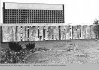 25 DOC _ 39 1966 Betonguss 10 Teile Begrenzung zum Vorhof der Kirche